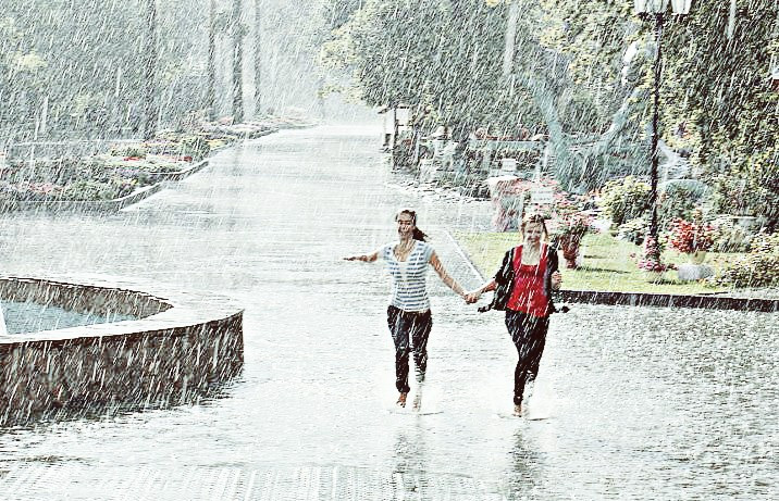 Теплый дождь. Warm rain.  #colorsplash #people #photography #rain #street #streetphoto #Nskcity #summer  #picsartedit