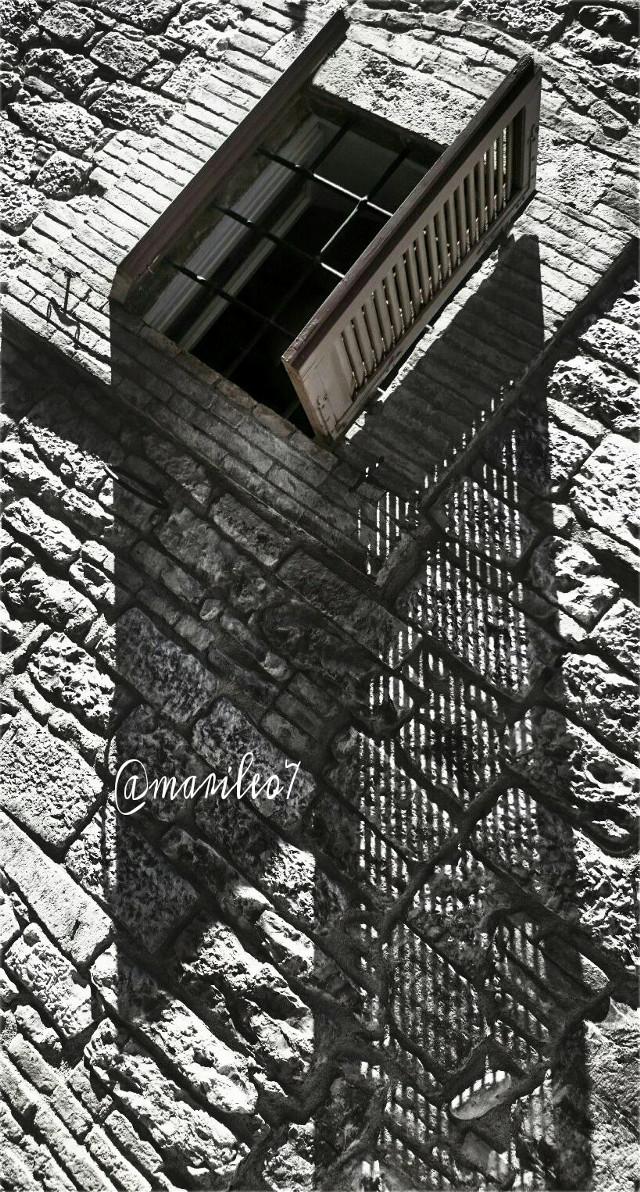 #wapshadows #window #wall #architecture  🌇