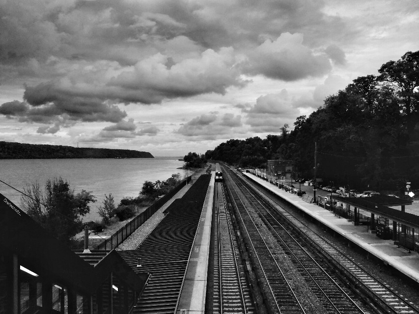 On my way back home along the Hudson. I'd rather stay here. #blackandwhite #emotions #photography #travel