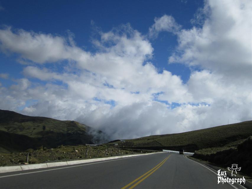 Ecuador... 😊 💜 Beautiful roads ever...  #horizon #clouds #scape #ecuador #nofilter #noedit #blue #road